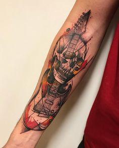 Tatuagem criada por Gustavo Takazone de Álvares Machado - SP.    Caveira com guitarra colorida no braço. Couple Tattoos, Girl Tattoos, Tattoos For Guys, Tatoo Musical, Heavy Metal Tattoo, Rock N Roll Tattoo, Tattoo Flash, Guitar Tattoo Design, Skull Sleeve Tattoos