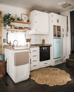 caravan renovation ideas 529454499944972112 - 8 Brilliant RV Renovation Ideas You Have to See to Believe Home, Renovations, Rv Kitchen, Rv Decor, Tiny House Living, Remodel, Diy Camper Remodel