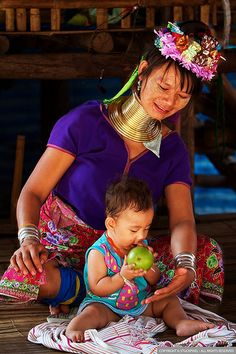 http://bkgstory.com/five-simple-diy-jewelry/ Karen tribeswoman and baby . Thailand #Yellowmenace  #TookYaangThai