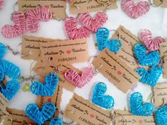 > Valor UNITÁRIO  > Fecho de argola  > As cores que trabalhamos são: Rosa, Azul turquesa, Azul escuro, Dourado, Prata, Roxo, Verde e Vermelho  > Tags inclusas  > As medidas do coração são: 4 de largura por 3 de altura  > O prazo de confecção varia dependendo da quantia desejada.