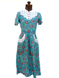 1940's house dress with red buttons- I so so desperately want this dress!!!