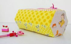 Well, you didn't think that I could design a pencil case pattern and get away without making them for my kids did you? This is Lily's Hexiecase for kindergarten. She is a horse lover so… Pencil Case Pattern, Pouch Pattern, Stair Basket, Sewing Projects For Kids, Sewing Ideas, Sewing Kit, Diy Projects, Back To School Bags, Tote Tutorial