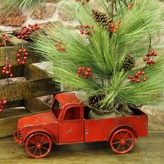 cf9367f42bad0 Primitive Christmas, Country Christmas, Christmas Interiors, Red Berries,  Red Green, Garland