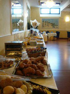 BREAKFAST BUFFET Food Set Up, Breakfast Buffet, Table Settings, Villa, Pictures, Ideas, Photos, Breakfast Buffet Table, Place Settings