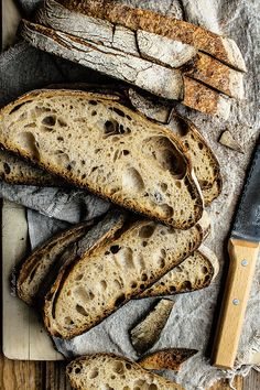 Tabatière bread from Jura, a traditional French bread made with wheat flour and hydrated about its name to its similarity to the packets of tobacco Sourdough Recipes, Bread Recipes, Baking Recipes, Rustic Food Photography, Food Photography Tips, Bread Bun, Easy Bread, Pain Au Levain, Best Bread Recipe