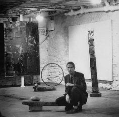 At Work: American painter and graphic artist Robert Rauschenberg in his New York City, New York, studio, 1953 Robert Rauschenberg, Jasper Johns, Roy Lichtenstein, Richard Diebenkorn, Jackson Pollock, Francis Bacon, Andy Warhol, Keith Haring, Artist Art