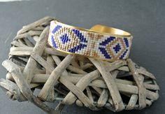"""Bracelet manchette laiton """"Quiberon"""" perles miyuki bleues, crèmes et dorées"""