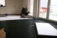 Ländchenlust   Wir verlegen die Fußbodenheizung
