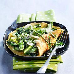 Découvrez la recette Omelette printanière sur cuisineactuelle.fr.