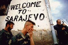 Des soldats bosniaques prennent une pause sur la ligne de front à Sarajevo, Bosnie, en automne 1994. La guerre de tranchées s'est déroulée tout autour de la ville.