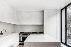 Marble kitchen by Nicolas Schuybroek   Photo © Thomas de Bruyne
