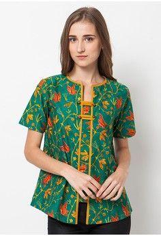 Butterfly Combi Top Green from ASANA in green Blouse Batik, Batik Dress, Mode Batik, Shirt Transformation, Big Size Fashion, Batik Kebaya, Designer Bridal Lehenga, Beautiful Dresses For Women, Batik Fashion
