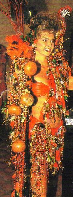 Traje inspirado en las Etnias Indígenas - Emma Rabbe para el Miss World 1988...