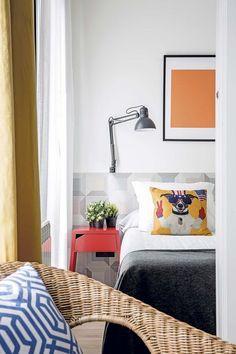 Un piso de 50 metros funcional Ideas Hogar, House Stairs, Toddler Bed, Loft, Furniture, Home Decor, Diy, Apartments, Kitchens