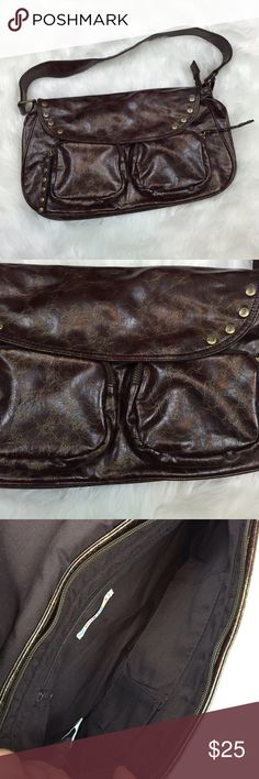 ⛱ROXY Dark Brown Marbled Purse Get this sporty dark brown purse!  Go out and about with this bag!  This purse features two zipper pockets at the front.  This also features studs with the ROXY symbol.  This also has a marbled design etched on the material.  This has been used twice.  This bag is in fantastic condition!  Get this now!  This will surely go fast! Roxy Bags
