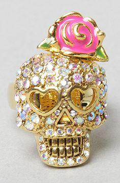 Crystal Skull Ring - kinda creepy