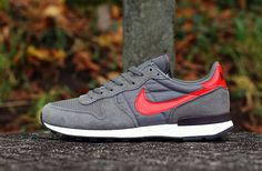 Nike Air Internationalist - Dark Pewter & Light Crimson
