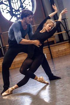 Hugo Marchand et Léonore Baulac en répétition.  © Ann Ray