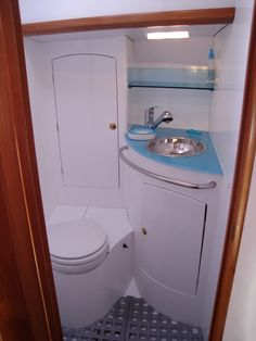 sailboat bathroom http://www.sailboat-interiors.com/ http://www.sailboat-interiors.com/store
