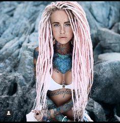 Dreads Rasta, Dreadlocks Girl, Synthetic Dreadlocks, White Men With Dreads, White Girl Dreads, Sexy Tattoos, Girl Tattoos, Dreadlock Hairstyles For Men, Mixed Girls
