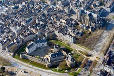 le Château des Ducs de Bretagne et la Cathedrale photo Franck Dubray