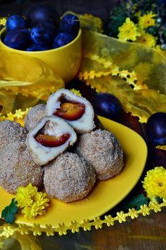 Galuste cu prune - CAIETUL CU RETETE Romanian Food, Romanian Recipes, Sausage, Mango, Cheesecake, Deserts, Muffin, Dessert Recipes, Cooking Recipes