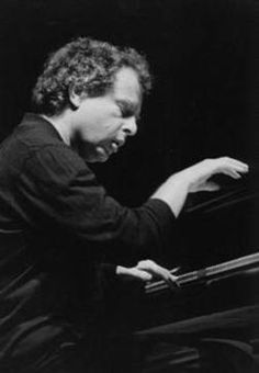 Andras Schiff: http://www.lastfm.fr/music/Andr%C3%A1s%20Schiff%20%5BPiano%5D