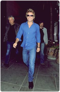 Love the blue. So handsome! <3