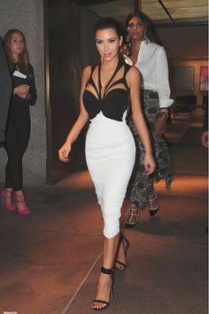 Kim Kardashian steps out wearing revealing cut-out dress in New York, says she believes she'll marry Kanye West one day Kim Kardashian, Kardashian Fashion, Sexy Dresses, Beautiful Dresses, Mode Instagram, Bb Beauty, Kim K Style, Cutout Dress, Celebs