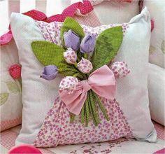Tulips and leaf pattern Felt Crafts, Fabric Crafts, Sewing Crafts, Diy And Crafts, Sewing Projects, Cute Pillows, Diy Pillows, Decorative Pillows, Throw Pillows