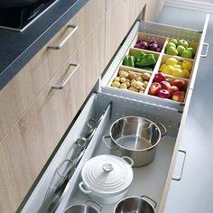 Una cocina bonita, antes que nada, tiene que estar bien ordenada. Los nuevos módulos y soluciones de almacén se adaptan a todos los espacios. Hasta las cocinas más pequeñas saldrán ganando.