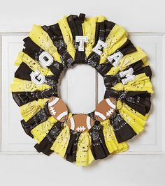 How To Make A Team Bandana Wreath - in a couple years will make one for our door based on college Wreath Crafts, Diy Wreath, Fun Crafts, Tutu Wreath, Wreath Ideas, Bandana Crafts, Bandana Wreaths, Cheap Wreaths, Football Crafts