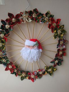 GUIRLANDA DE FUXICO                                                                                                                                                      Mais Handmade Christmas Decorations, Easy Christmas Crafts, Christmas Art, Christmas Ornaments, Wreath Crafts, Diy Wreath, Holiday Wreaths, Holiday Decor, Diy Gifts For Kids