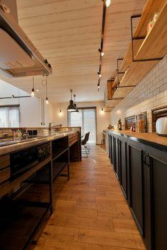 Brooklyn スタイルハウス | 千葉県の新築・注文住宅・自然素材の家・オーダーメイドキッチン Kitchen Interior, Kitchen Design, Cow Shed, Kitchen Reno, Sweet Home, Ceiling Lights, Interior Design, Architecture, Table