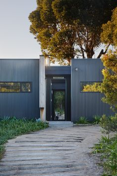 At Archiblox, we can work with sites which are prone to bushfires. This includes coastal and rural blocks in the most amazing corners of Australia. Container House Design, Small House Design, Minimalist House Design, Minimalist Home, Large Water Features, Home Beauty Salon, Rural Retreats, Shed Homes, Backyard Retreat