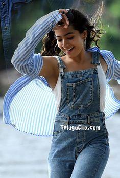 Rashmika Mandanna in Sarileru Neekevvaru Indian Heroine Photo, South Indian Actress Photo, Indian Actress Hot Pics, Bollywood Outfits, Bollywood Girls, Beautiful Girl Photo, Cute Girl Photo, Girl Fashion Style, Most Beautiful Bollywood Actress