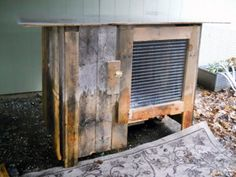 Build a DIY rabbit hutch from wooden pallets. From MOTHER EARTH NEWS magazine.