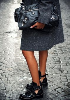 breathinchanel:  fausses-apparences:  Message me if you have a fashion blog!! Need more blogs to follow xx  watch my videohere