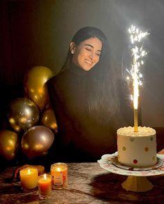 Indian Wedding Photography Poses, Portrait Photography Poses, Birthday Photography, Photography Poses Women, Amazing Photography, Birthday Wishes Cake, 26th Birthday, Birthday Celebration, Girl Birthday