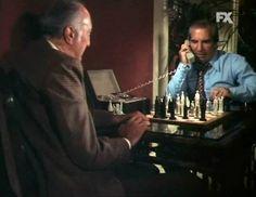 """Citazione scacchistica da """"Il tenente Kojak"""", episodio 3x09 - ma a volte identificato come 3x10 - dal titolo """"Al di la del fiume"""" (Over the Water, 9 novembre 1975). #Scacchi"""