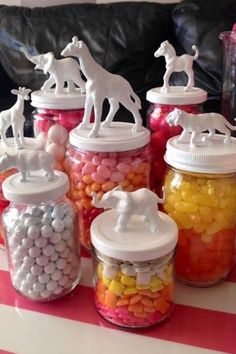 Best DIY Craft Ideas for Recyclable Glass Jars Jar DIY<br> You'll never look at glass jars the same! Crafts To Sell, Diy And Crafts, Craft Projects, Crafts For Kids, Arts And Crafts, Craft Ideas, Summer Crafts, Baby Crafts, Cork Crafts