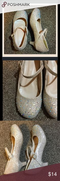 🎈BOGO 1/2🎈 Girls size 4 Sparkle Mary Janes Small heel to make her feel like a big girls yet still give her the stability she needs. Nude color with tons of sparkly studs. Very girly and beautiful! Like new condition! Side buckles. Shoes Dress Shoes