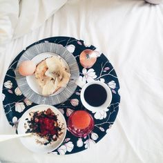 Sandra Beijer's breakfast in bed using our Magnolia tray, found on her beautiful blog Niotillfem ♥