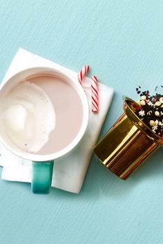 Your favourite minty holiday treat is officially in season, starting with this killer new latte recipe featuring our Candy Cane Crush tea. Agaves, Latte Recipe, Tea Latte, Brewing Tea, Beverages, Drinks, Holiday Treats, Candy Cane, Crushes