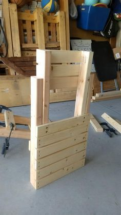 Kayak Storage Pallets Very simple to build chair that is lightweight portable and easy to store. Usi - Camping Chair - Ideas of Camping Chair Easy Wood Projects, Woodworking Projects That Sell, Woodworking Furniture, Diy Woodworking, Wood Folding Chair, Folding Furniture, Diy Furniture, Pallet Chair, Diy Chair