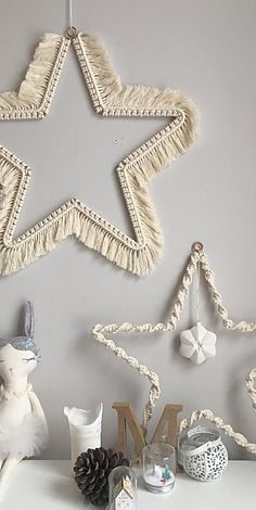 Find the latest free macrame tutorials by TWOME. Learn how to make a macrame coaster, macrame feather, macrame wall hanging and more macrame projects. Macrame Design, Macrame Art, Macrame Projects, Macrame Knots, Micro Macrame, Simple Christmas, Christmas Crafts, Christmas Decorations, Christmas Stars