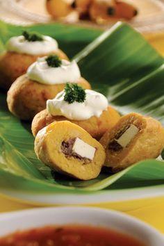 Croquetas de plátano macho rellenas de frijol y queso