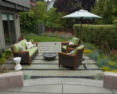 You'll be inspired with these pictures of backyard flagstone patio ideas. Stone patios add value to your home, while expanding your living space into the backyard. Cheap Patio Pavers, Flagstone Patio, Concrete Patio, Backyard Patio, Cozy Patio, Laying Concrete, Permeable Driveway, Backyard Fireplace, Fireplace Outdoor