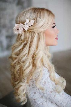Check out these 25 elegant half updo wedding hairstyles, from Long Hairstyles: Can't decide between an updo and downdo as your wedding hair? Here are the best 25 Elegant Half Updo Styles for Weddings that you can style in Recent bridal hairstyle tre Flower Headpiece Wedding, Wedding Hair Flowers, Flowers In Hair, Rose Wedding, Summer Wedding, Flower Hair, Trendy Wedding, Wedding Makeup, Bridal Hairpiece