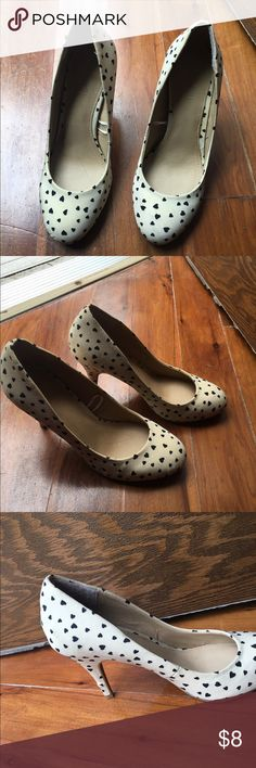 Hearts filled heels 2.5-3 in heels pumps. Very cute for casual or business outfit. Some staining but not too obvious. Forever 21 Shoes Heels